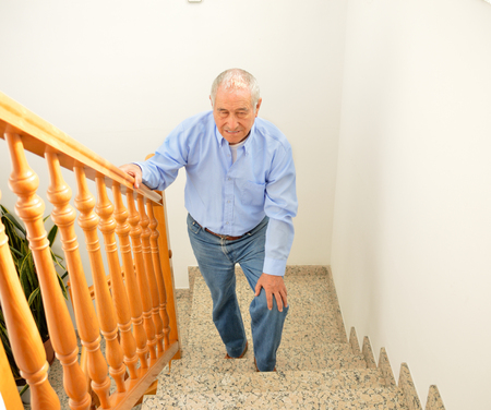71919070 S Senior Stairs Man Carpet Step