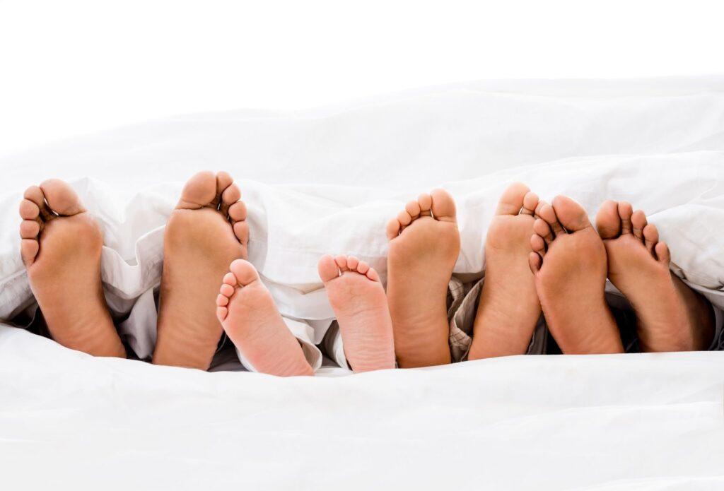 20893908 L Feet Children Feet Bed