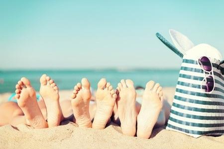 31157897 S Feet Beach Sunglasses Blue Skies Blue Bag Beach Tote