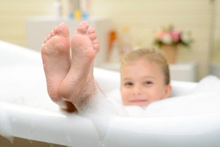 50044012 S Child Bath Cleaning Feet
