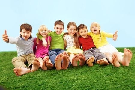 7602184 S Children Grass Summer Spring Feet Playing